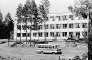 1975 Строится первая школа